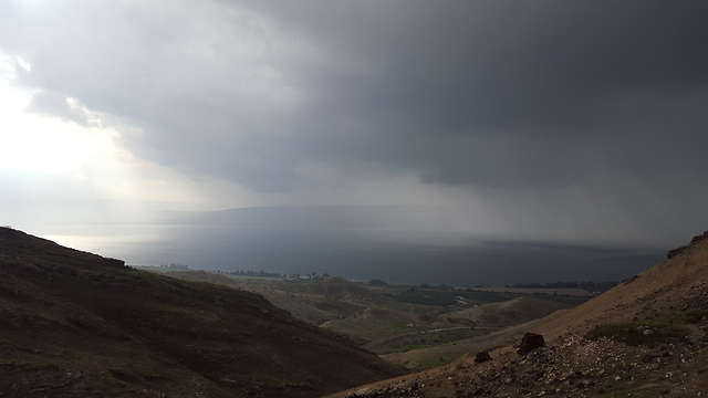Storm approaching in the Golan (Photo: Asaph Mo)