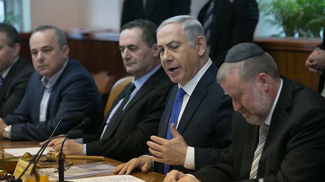 ראש הממשלה בישיבה השבועית, היום (צילום: אוהד צויגנברג) (צילום: אוהד צויגנברג)