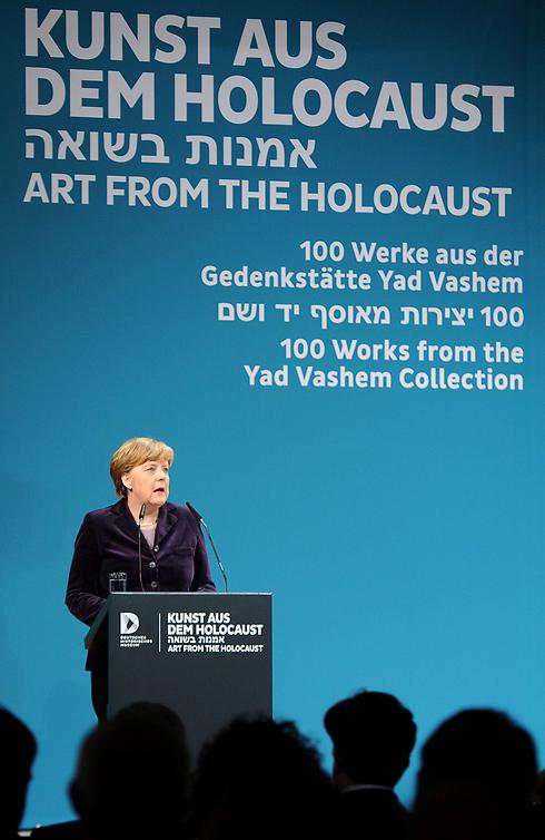 Angela Merkel speaks at art display of 100 Holocaust-Era artworks from Yad Vashem in Berlin (Photo: EPA)