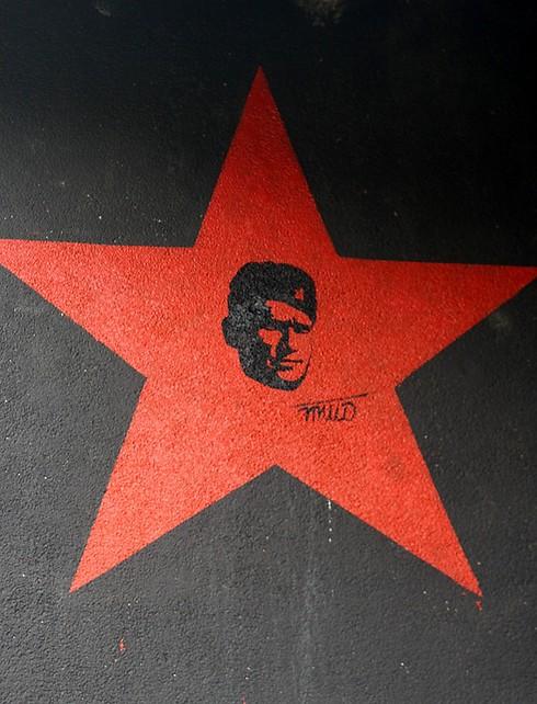 """דמותו של טיטו מוטבעת בתוך """"הכוכב האדום"""" סמל הפרטיזנים ומדינת יוגוסלביה  (צילום: ליאור בר) (צילום: ליאור בר)"""
