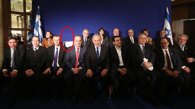 התמונה הקבוצתית. בשורה השנייה: הכיסא הריק של כץ (צילום: גיל יוחנן) (צילום: גיל יוחנן)