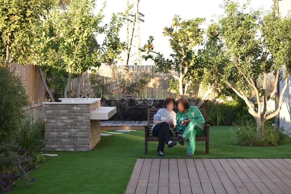 הקשר הנרקם בין הדיירים הוא חברי וגם רומנטי. מנהל הבית מבטיח שזוגות יוכלו לחלוק חדר (צילום: עמית גושר)
