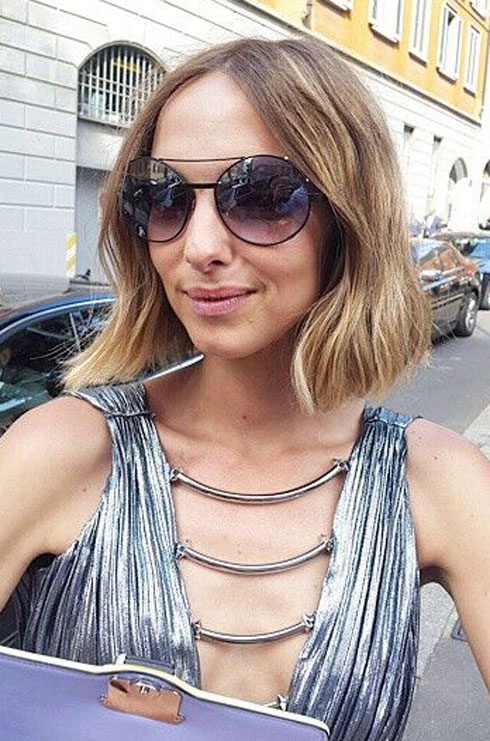 הבלוגרית האיטלקייה קנדלה נובמברה עם משקפי קוואטרוצ'נטו (צילום: שרון עזרא)