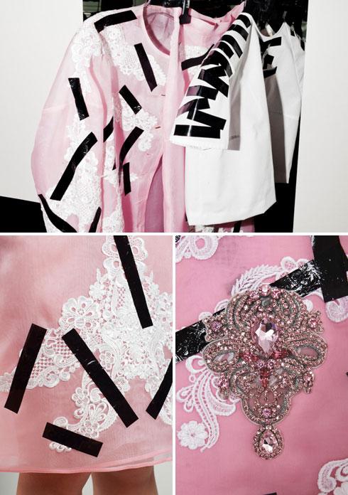 """""""הגיעו אליי סקיצות של שמלת בסיס מאורגנזה, עליה רצו להוסיף אפליקציות תחרה. הוספתי לפריט סרט הדבקה תרמי, שהפך את השמלה למשהו אחר לגמרי"""". הפתרון של עזרא, שהפך את השמלה של כריסטופר קיין להצלחה מסחררת (צילום: Cieffe )"""