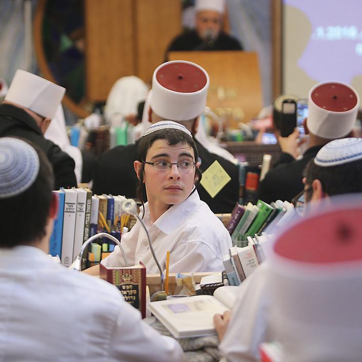 קשר בין־דתי. מתכנסים יחד לזכרו של זידאן | צילום: אלכס קולומויסקי