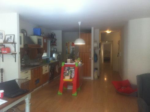 """הדירה """"לפני"""". מלבן צר וארוך, קירות עגולים, תקרה נמוכה (באדיבות רועי זליחובסקי)"""