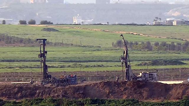 IDF searching for Hamas tunnels near Sderot (Photo: Roee Idan)