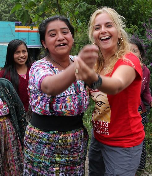 נשים מחייכות - ולא חשוב מאיפה (ישראל וגואטמלה למי ששואל) (צילום: סיגל יושע)