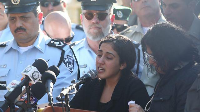 Mor Cohen eulogizing her sister (Photo: Motti Kimchi)