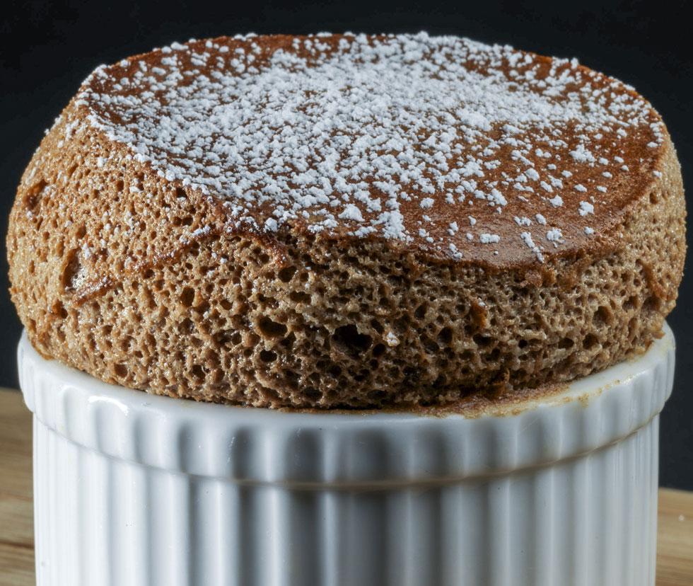אל תשכחו לחמם טוב את התנור. סופלה שוקולד (צילום: Dale Cruse / CC)