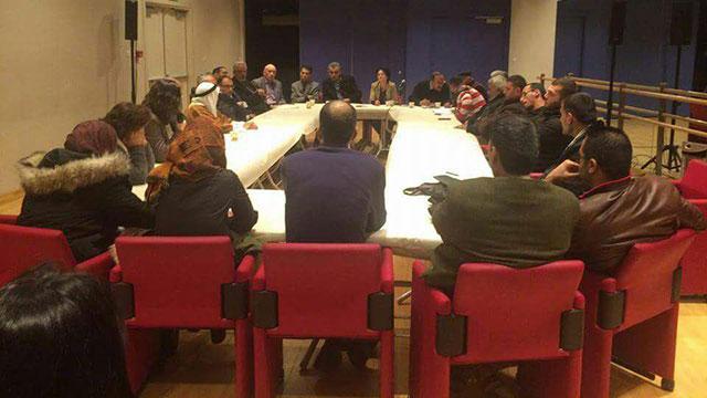 """הח""""כים עם משפחות המחבלים. צילום מתוך התקשורת הפלסטינית"""
