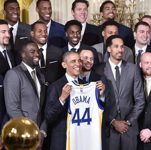 ברק אובמה עם גולדן סטייט בבית הלבן (צילום: AFP) (צילום: AFP)