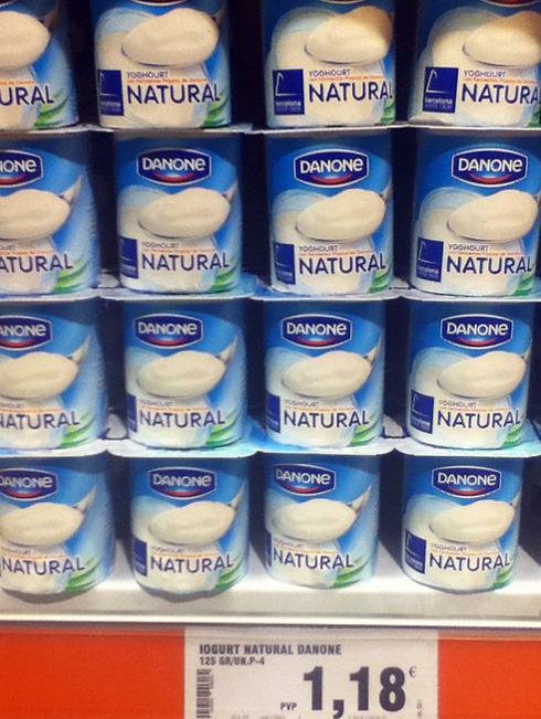 יוגורט דנונה בסופרמרקט במדריד ()