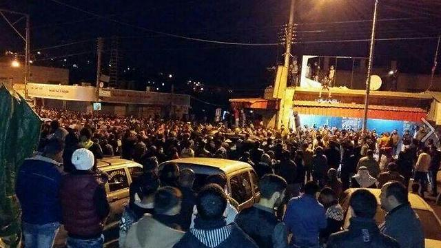 אלפים בהלוויית המחבלים הערב בקבטיה ()