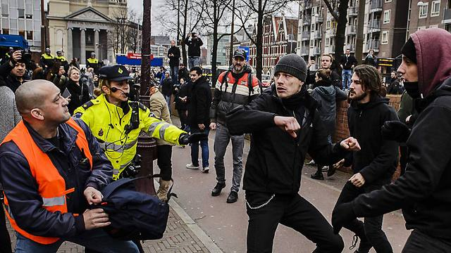PEGIDA members scuffle with counter-protesters in Amsterdam, the Netherlands on Saturday (Photo: EPA)