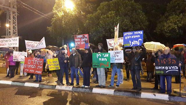 הפגנה נגד זיהום האוויר במפרץ חיפה (צילום: עידו בקר) (צילום: עידו בקר)