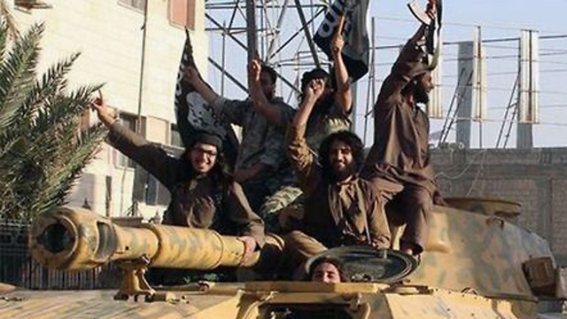 ISIS fighters (Photo: AP) (Photo: AP)