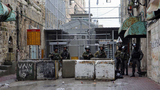 IDF roadblock on Shuhada Street. With all due respect to our deep and historical connection to Hebron, settling within the city is complete foolishness (Photo: EPA)