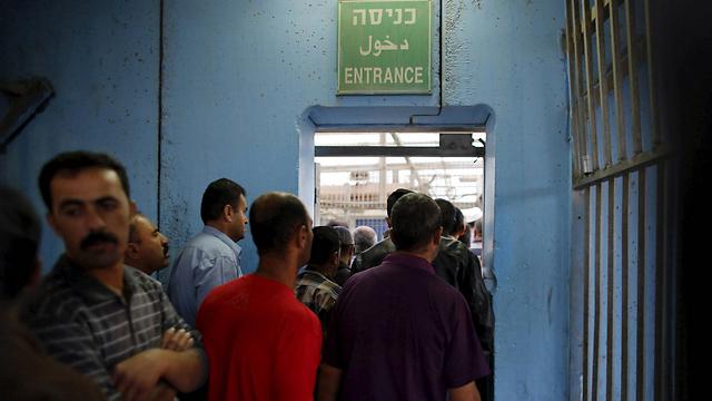 Workers entering Israel from Bethlehem (Photo: Reuters)