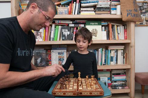 """שגיא גלאור: """"לקחת צעד אחורה ולפנות לילדים מקום להיות"""" (צילום: עדי אדר)"""
