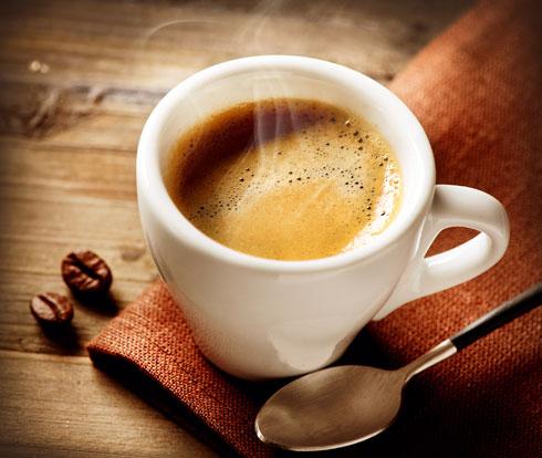 הגוף מיובש אחרי שנת הלילה וקפה הוא משקה משתן (צילום: shutterstock)