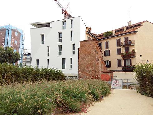 ישן ליד חדש בשכונות מתחדשות במילאנו (צילום: יפעת שמואלביץ)