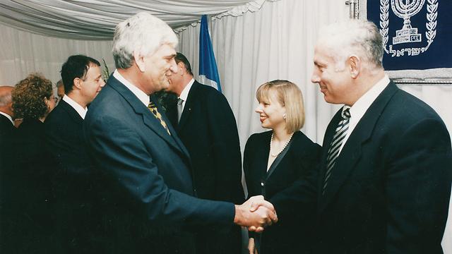 עם ראש הממשלה בנימין נתניהו ורעייתו שרה (צילום: זום 77) (צילום: זום 77)