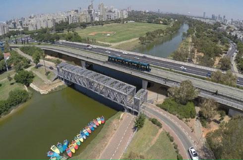 """הדמיית הגשר החדש שישמש את הרכבת הקלה, בדרכה מאבן גבירול לכוכב הצפון (באדיבות נת""""ע)"""