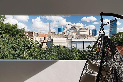 המרפסת. זהו בניין באוהאוס שעבר שימור (צילום: גדעון לוין)