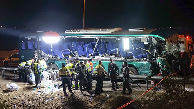 Destruction caused to the bus (Photo: Yariv Katz)