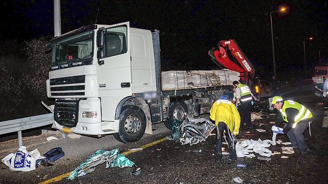 המשאית המעורבת (צילום: יריב כץ)