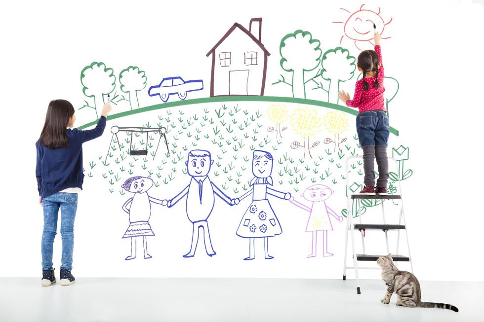 ניתן לגלות עולמות שלמים בציור המשפחתי. צילום אילוסטרציה (צילום: shutterstock)