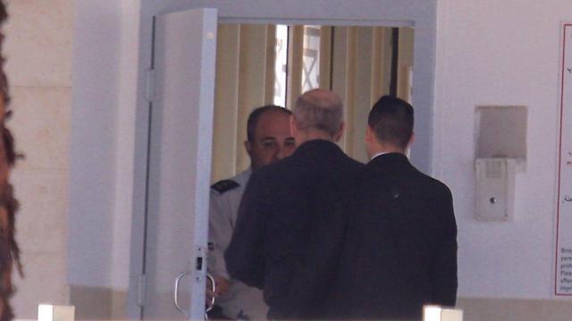 פברואר השנה: אולמרט נכנס לכלא (צילום: מוטי קמחי) (צילום: מוטי קמחי)