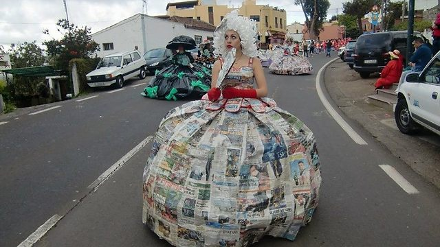 אז מה היה אתמול בחדשות? העיתון של אתמול, הוא התחפושת שתפיל את כולם מחר (צילום: מתוך עמוד הפייסבוק: EcoDaisy )