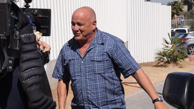 דני דנקנר מגיע לבית הסוהר (צילום: מוטי קמחי) (צילום: מוטי קמחי)