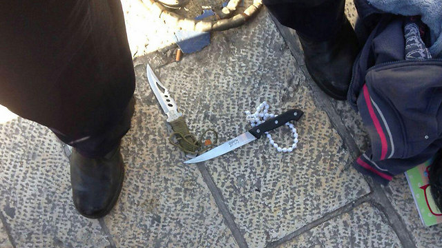 Knives from the attempted stabbing at the Damascus Gate (Photo: Police Spokesperson's office)