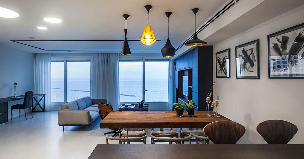 סגנון העיצוב מודרני ומאופק, ופלטת הצבעים מעניקה את הבכורה לים (צילום: יואב גורין)