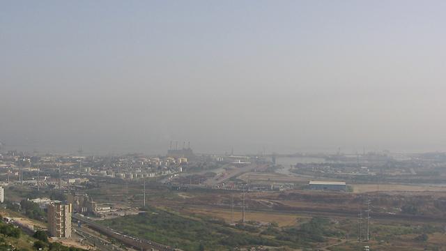 זיהום אוויר במפרץ (צילום: יהודה פורתי) (צילום: יהודה פורתי)