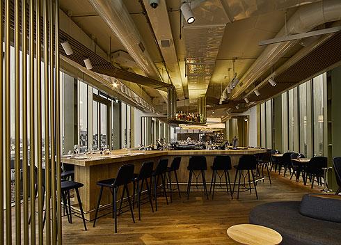 הבר של מסעדת הבשרים (צילום: Lutz Vorderwuelbecke באדיבות: W interiors-courtesy of W Amsterdam)