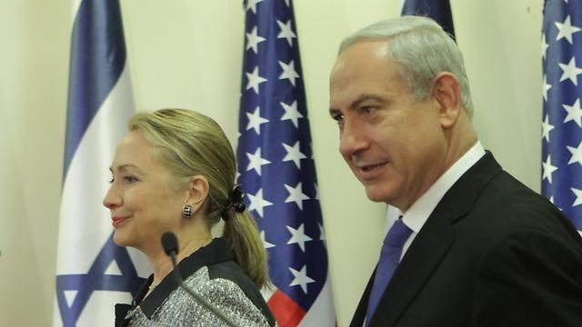 Hillary Clinton and Benjamin Netanyahu (Photo: Alex Kolomoisky)