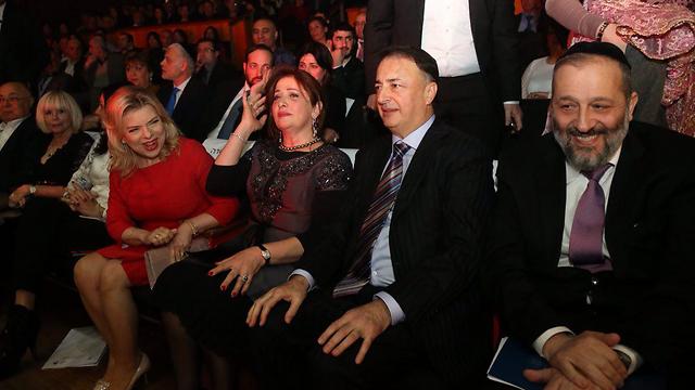 Сара Нетаниягу, чета Леваевых и Арье Дери на Всемирном конгрессе бухарских евреев. Фото: Моти Кимхи