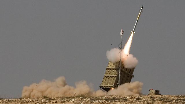 ארכיון. שיגור כיפת ברזל (צילום: AP) (צילום: AP)