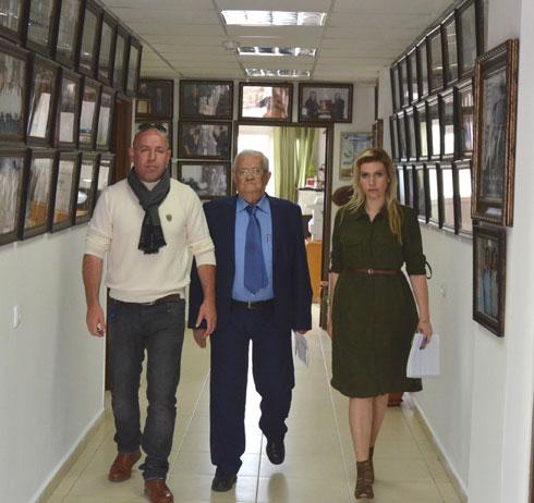 """פרחאת ובעלה עם הסופר אמל נסראלדין, יו""""ר ארגון יד לבנים הדרוזי"""