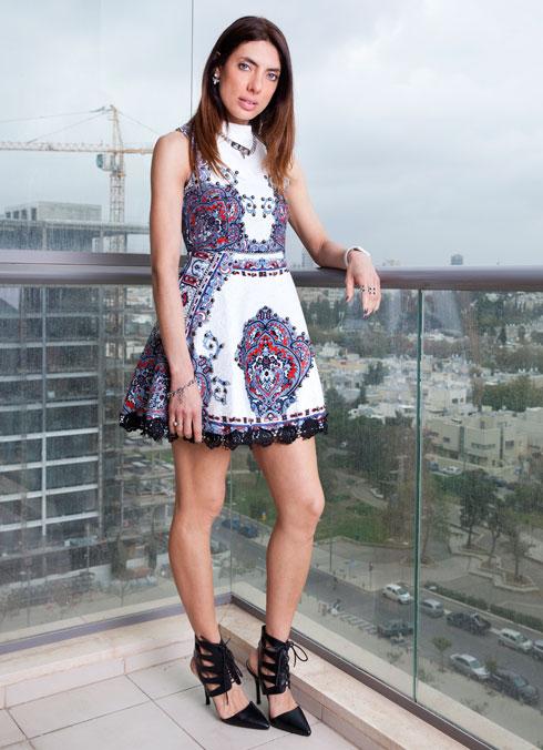 אירה דולפין. שמלה, Two for tea בבוטיק ירין; נעליים, My urban runway (צילום: ענבל מרמרי)