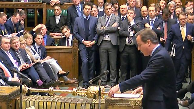 הקרב על מורשתו. ראש ממשלת בריטניה דיוויד קמרון בפרלמנט (צילום: AP)
