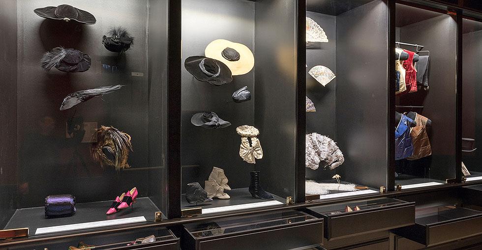 אוצרות המלתחה של הרוזנת גרפול מוצגים במלוא זוהרם (צילום: Pierre Antoine)