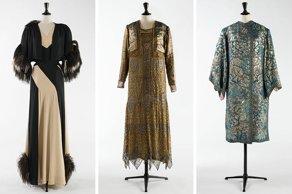 מימין: מעיל ערב משנת 1925, תלבושת לערב משנת 1925 ושמלת ערב בעיצוב נינה ריצ'י משנת 1937 (צילום: Julien Vidal ,R.Briant et L.Degrâces / Galliera / Roger-Viollet)