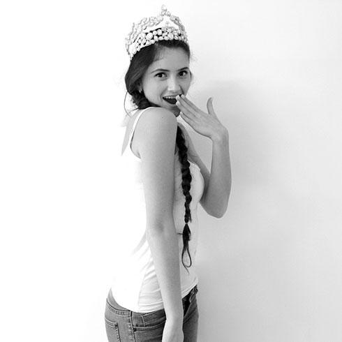"""טניה קיטין, 20, מוכרת בחנות הלבשה, חולון. """"הרוסה על ממתקים"""" (צילום: נוי קירילובסקי)"""