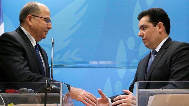 Defense Minister Moshe Ya'alon on a visit to Cyprus (Photo: AP)