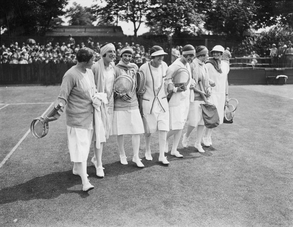 העולם לא שייך רק לגברים. טניסאיות על המגרש בשנת 1926 (צילום: gettyimages)